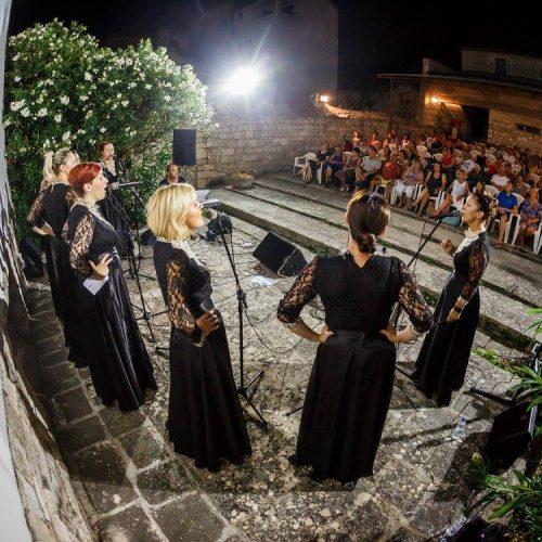 Cultural evenings in Sutivan