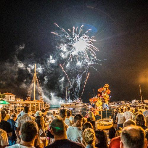 Firework in Sutivan